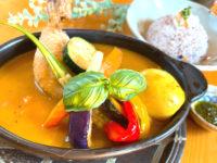 バジル香るチキンスープカレー スパイシーで爽やかなスープカレー 森のレストラン ランチメニュー