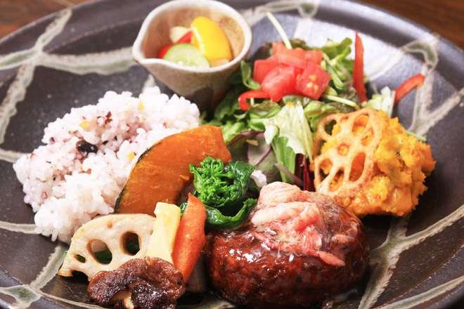 ずわい蟹&野菜の餡かけ揚げ豆腐ハンバーグ