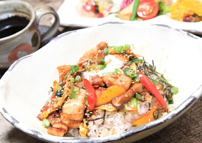 塩麹漬け豚丼 中華風ピリ辛味