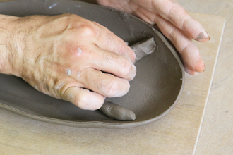 宇都宮の餃子皿 陶芸体験 手びねり体験 益子焼 オリジナル 餃子のお皿 たれ入れ付き