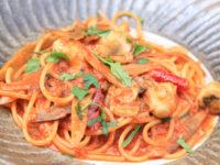 牡蠣とゴボウのトマトソーススパゲッティ