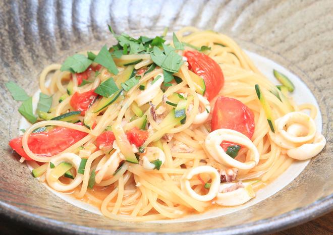 小ヤリイカとズッキーニのオイル系スパゲティ