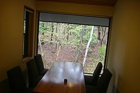 森のレストラン店内